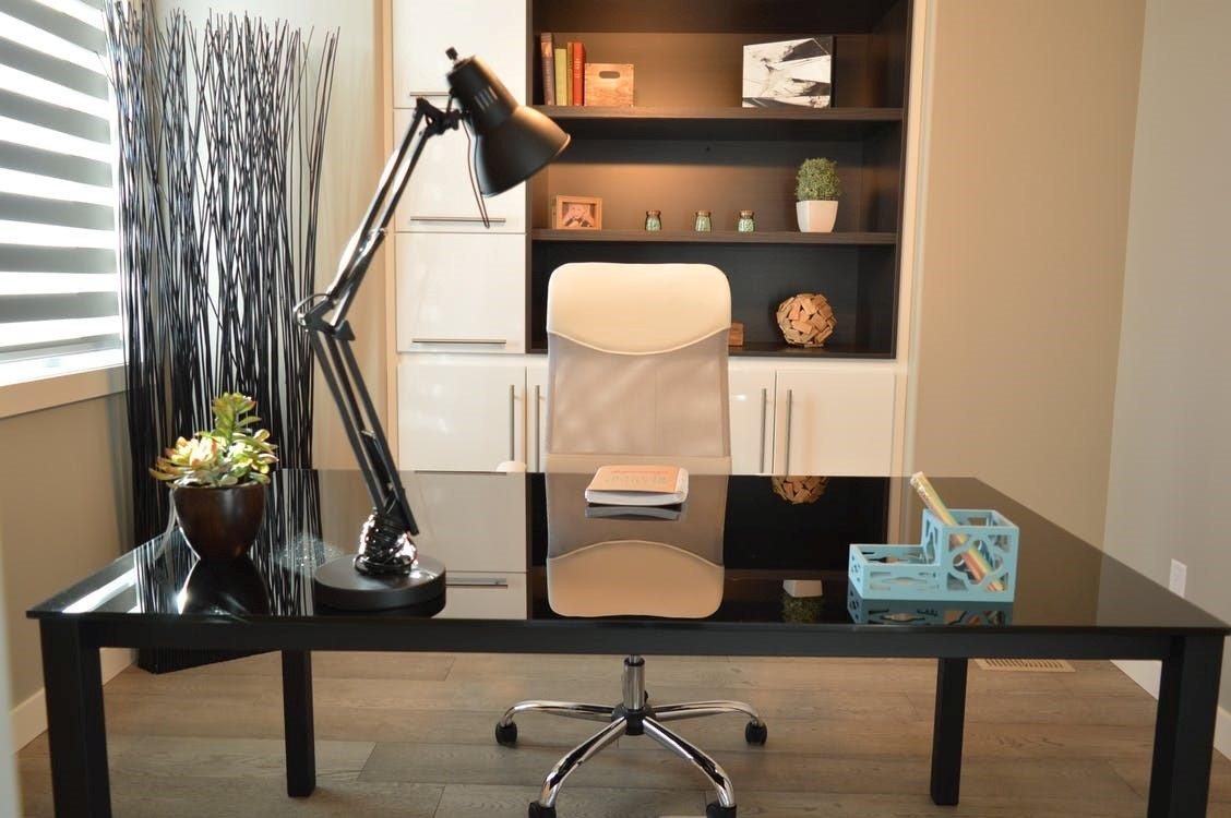 Alles over de verlichting van een goede werkplek thuis